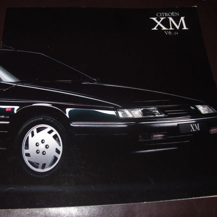 XM V6.24 mallista tehtiin oma esitteensä.