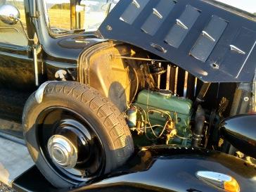 Rosalieta sai myös kuusisylinterisenä, jolle olisi hyvin tilaa konehuoneessa. Moottori on samaa tyyppiä kuin Traction Avant -malleissa.